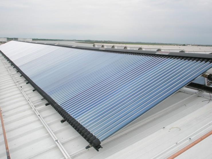 Yachthafen in Bibione setzt auf thermische Solaranlagen und Kühlung mit einer Adsorptionskältemaschine