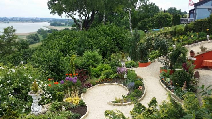Offene Gartentüren für Blumenfreunde