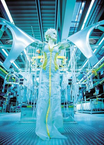 Oda Schultz inszeniert in Kooperation mit der Audi AG die Live-Performance »Bodyparts« - in Fortsetzung des Kunstprojekts »Intersection«