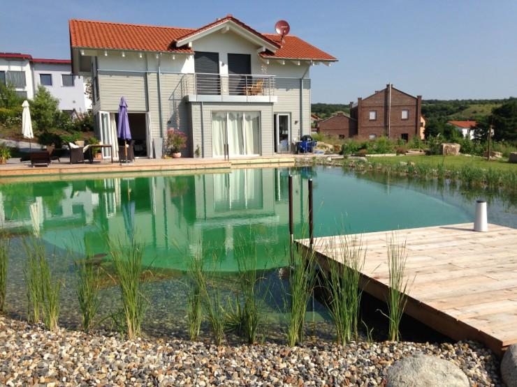 Naturnahe Schwimmteiche - glasklares Wasser auch ohne viel Technik