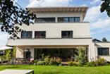 Grosszügig wohnen auf drei Etagen - Putzfassade mit Holzfaser-WDVS von HOMATHERM®