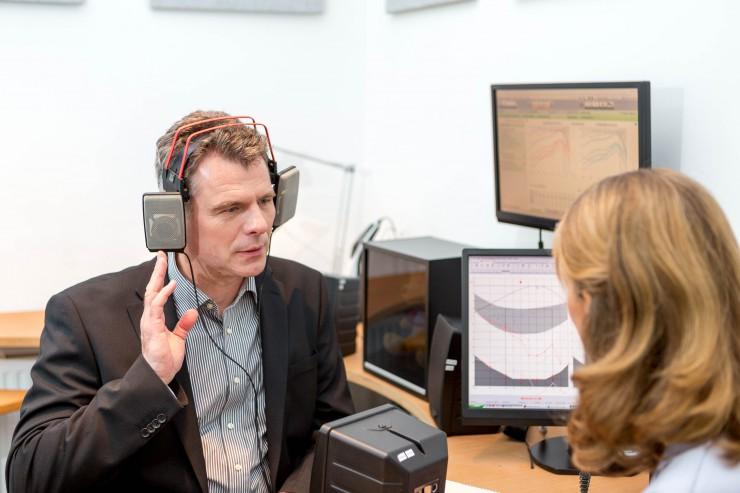 ?Qualitätshandwerk und Spitzentechnologie  die Hörakustiker der Fördergemeinschaft Gutes Hören sichern den individuellen Hörerfolg