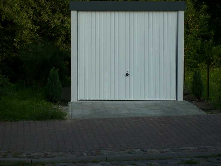 Garagenrampe.de: Vorsichtige fahren immer rückwärts in die Garage
