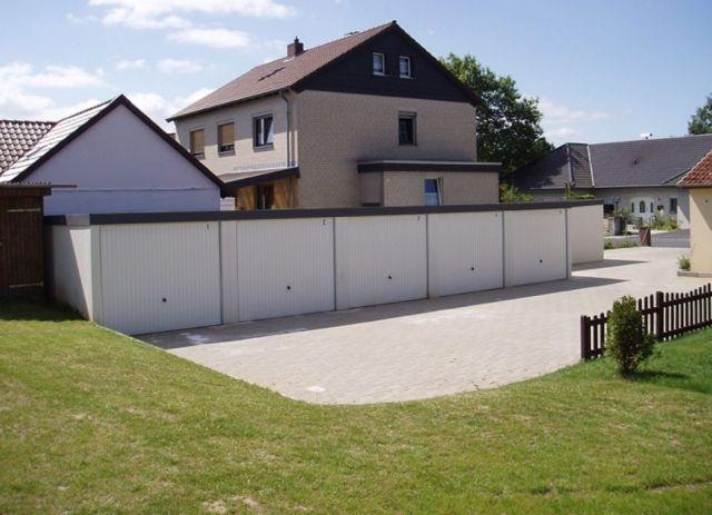 Exklusiv-Garagen: Freie Zufahrt vor Reihengaragen