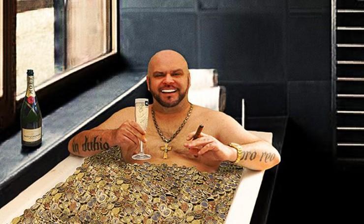 Jetzt erst recht: Badewanne aus prominenter Hand + 50 Kilo Münzen dazu geschenkt