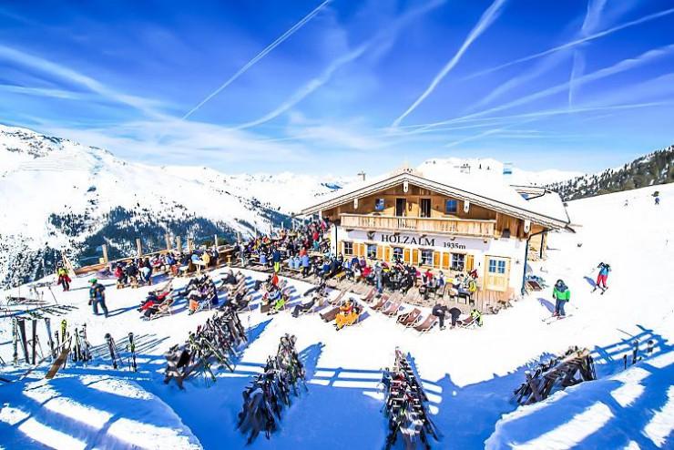 Rita Weigl verwöhnt Wanderer mit Tiroler Gastfreundschaft