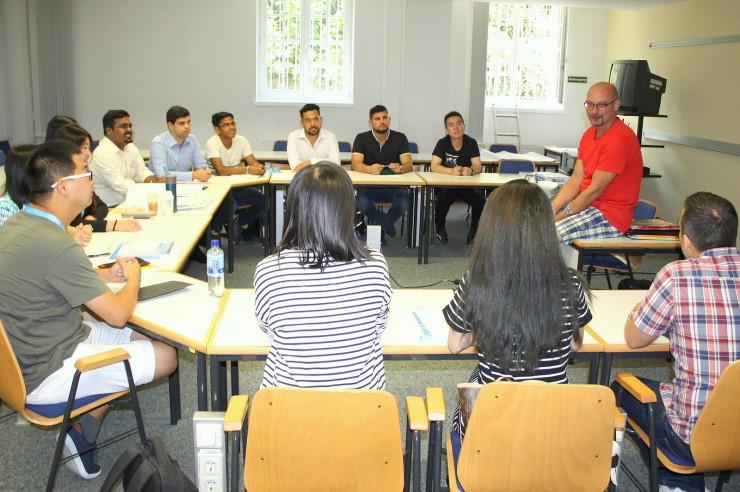 Angebot für internationale Studenten: Deutsch büffeln an der HHL
