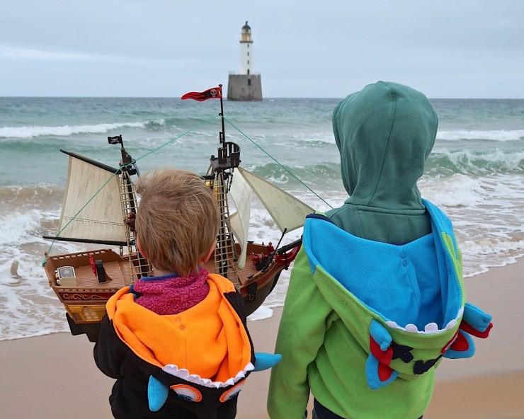Schiff ahoi: PLAYMOBIL-Piratenschiff segelt um die Welt