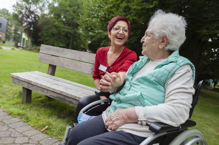 Deutsche Alzheimer Gesellschaft fordert: Die Pflege in den Koalitionsverhandlungen nicht vergessen!
