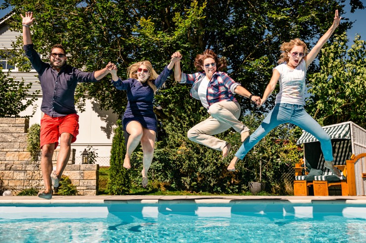Gigantische Poolverlosung zum 15-jährigen Firmenjubiläum