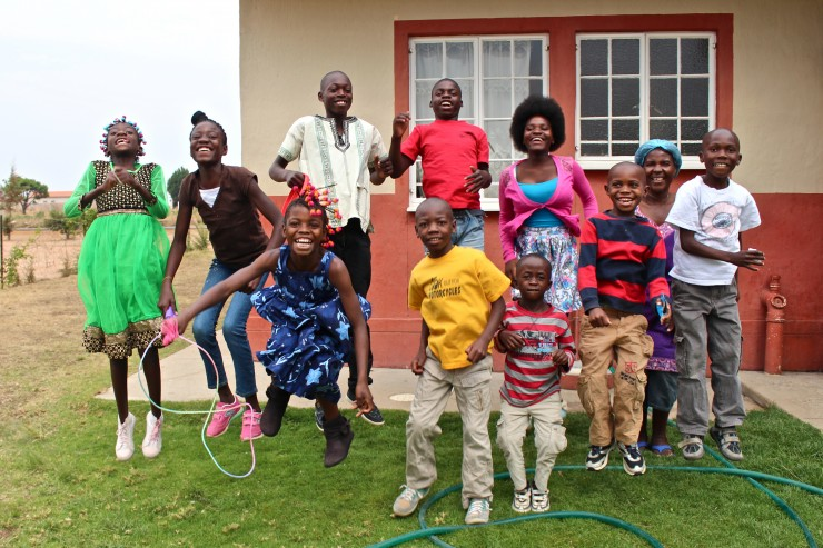 In 70 Jahren vier Millionen Kindern eine Zukunft gegeben / SOS-Kinderdörfer legen zum Jubiläum (25.4.) Wirksamkeitsbericht vor