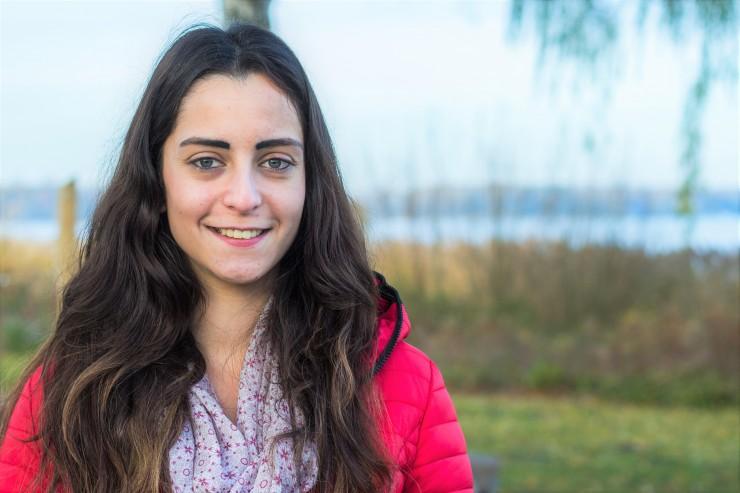 Junge Busfahrerin hat sich für neues Hören mit dem Cochlear Nucleus® Kanso® entschieden