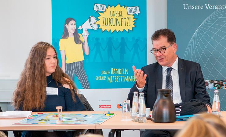 Cornelsen unterstützt Schulwettbewerb alle für EINE WELT für alle/ Bundesentwicklungsminister Dr. Gerd Müller gibt Startschuss