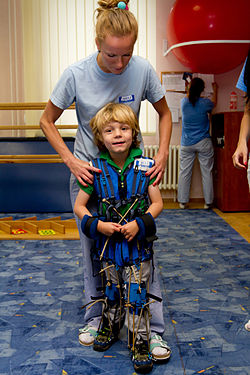 Die Adeli Methode - Astronautenanzug hilft Kindern