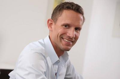 Schönheitschirurg Dr. Mayr ist Ihr Fachexperte für Brustvergrößerungen Linz, Wels und Oberösterreich (OÖ)