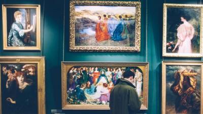 Gesa Vertes: Kunst in der Wohnung richtig in Szene setzen.