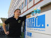 HHL-Absolvent schickt 100 Schlümpfe auf Deutschlandtour