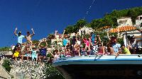 Patientenfamilien auf Kreuzfahrt in Dalmatien