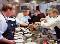 Essen hält Leib und Seele zusammen: Gesundheitszentrum ZMG lädt zum Koch-Event mit Sternekoch