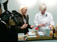 Deutsche Sterneköchin auf dem Korea-Pavillon der Lebensmittelmesse anuga