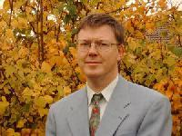 Die Lösung des Energieproblems: Prof. Claus Turtur treibt Forschung zur Raumenergie voran