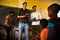 Nicht die Bohne unsozial: HHL-Absolvent unterstützt Afrika-Projekte mit Kaffee-Startup
