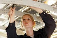 Fluggerät-Mechanikerin: Die Königin der Riesenvögel