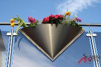Stilvolles für Balkon und Terrasse: Mit den Edelstahl & Aluminium Design-Pflanzkübeln wird jedes Haus zum Blickfang