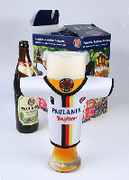 Zur EURO 2012: Weißbiergläser von Paulaner tragen Fußball-Trikots