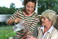 Flüssigkeitsversorgung von Senioren: in stationären Einrichtungen ein Problem