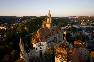 Elegante Residenz im wilden Donautal
