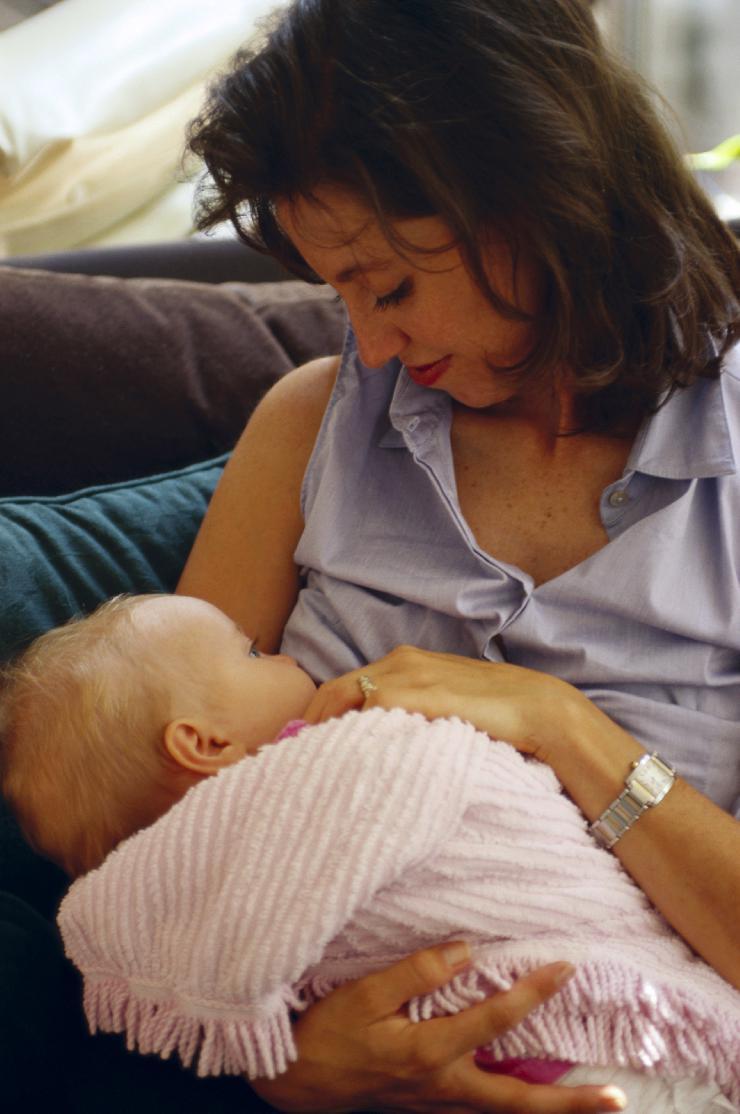 Stillen fördert das Immunsystem des Babys und ist der beste Schutz vor Erkältung  aber darf auch eine kranke Mutter stillen?