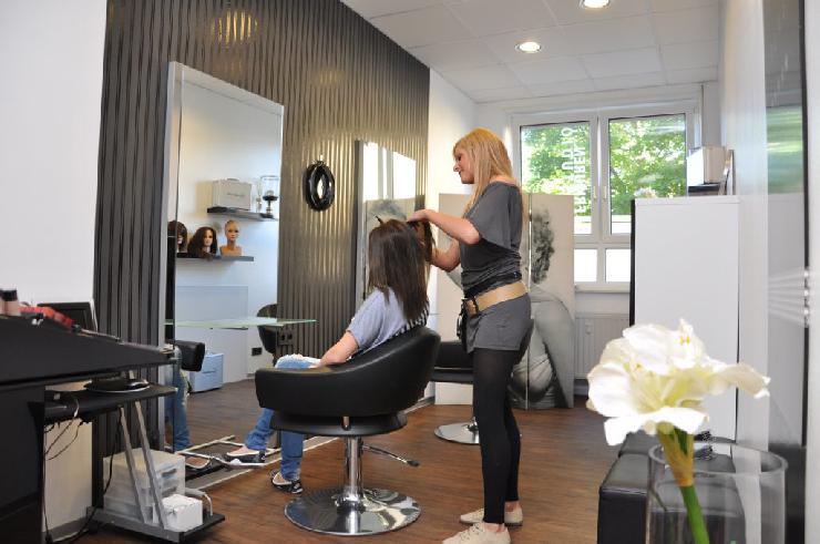 Mit hochwertiger Haarverlängerung zur Traumfrisur dank Frisurenstudio Reiter in Fulda