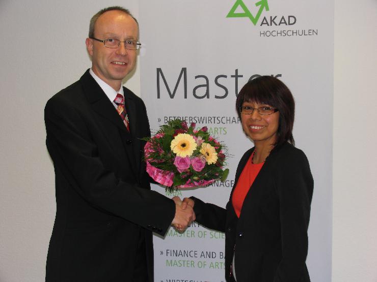 DAAD-Preis der AKAD Hochschule Leipzig für Fabiola Bermudez-Elsinger