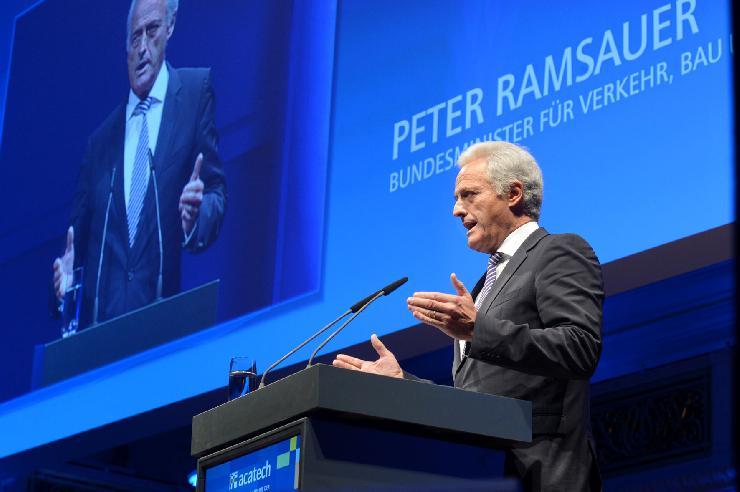 10. acatech Festveranstaltung: Bundesminister Peter Ramsauer würdigt Engagement der Akademie
