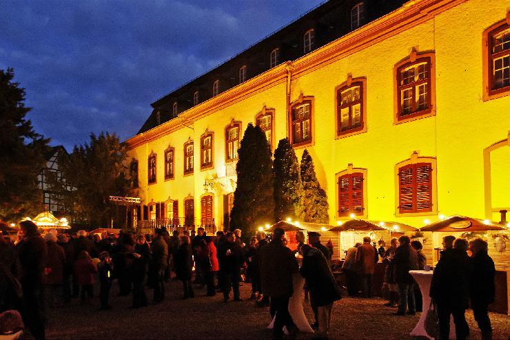 Winterzeit im Schlosshof