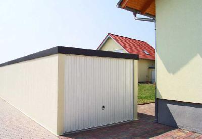 Gute Lösung mit MC-Garagen: Garagen an den Häusern für sinnvoller erachtet