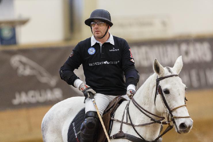 Heino Ferch gewinnt die Brokersclub Polo Snow Night 2013