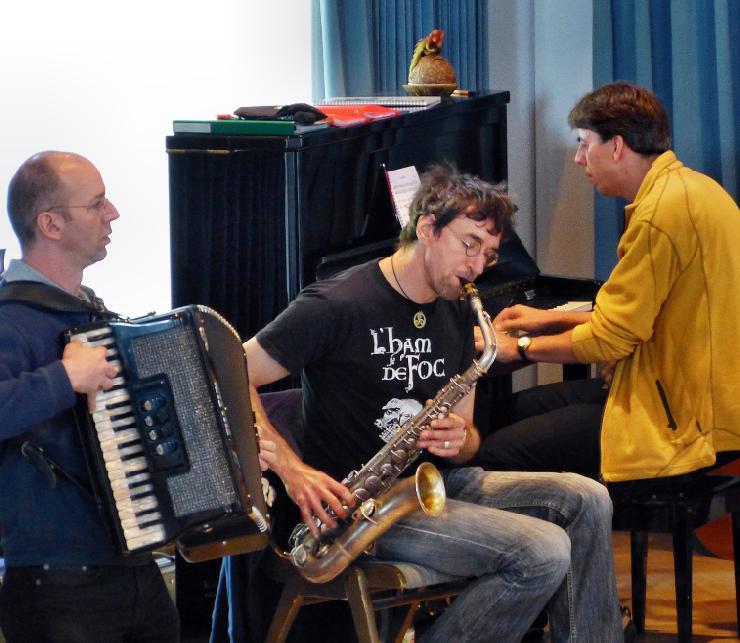 Folkwerkstatt auf BURG FÜRSTENECK - Acht parallele Folkmusik-Workshops am Fronleichnam-Wochenende
