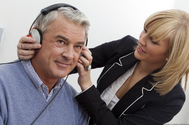Bessere Kommunikation und mehr Lebensqualität durch moderne Hörakustik - die Fördergemeinschaft Gutes Hören informiert bundesweit und vermittelt Hörexperten