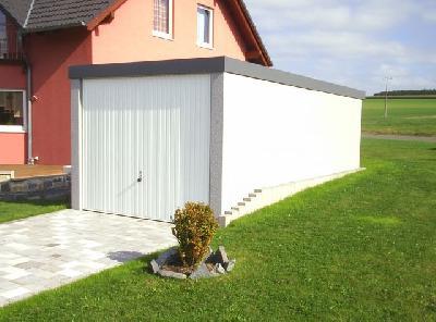 Exklusiv-Garagen: Beim Garagenbau Oberflächenwasser durch Regen berücksichtigen