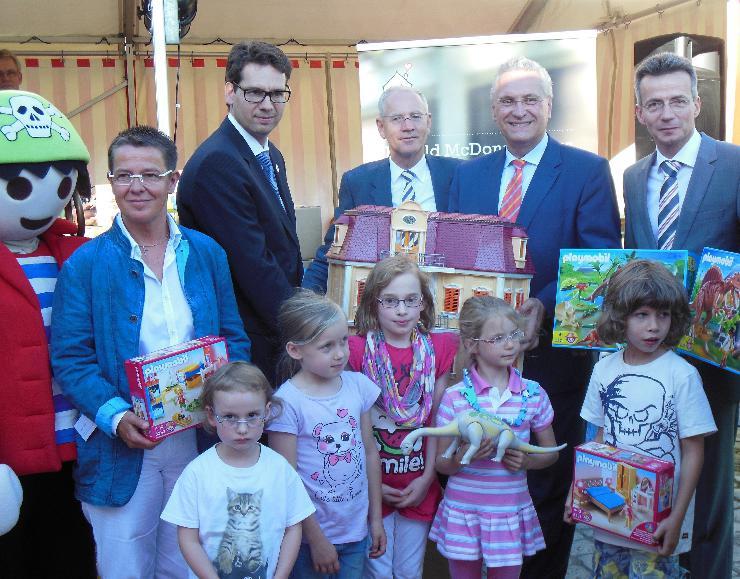 PLAYMOBIL-Spende für Ronald McDonald Häuser in Deutschland