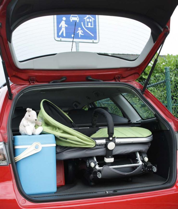 Neuwagen für die Familie: Mit viel Platz für wenig Geld in die Sommerferien