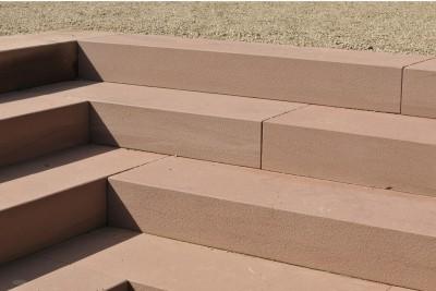 Neue Ortsmitte mit rotem Sandstein