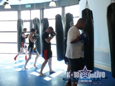 Remy Bonjasky Kampfsport Trainingscamp foerdert Fitness & Teambuilding