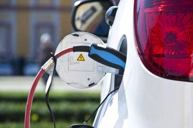 Neuwagenstudie: Alternative Antriebe -  Bisher kaum bezahlbare Elektroautos im deutschen Markt