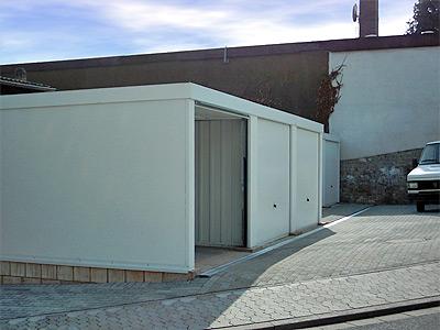pressenachricht gute l sungen f r einsatzfahrzeuge mit exklusiv garagen. Black Bedroom Furniture Sets. Home Design Ideas