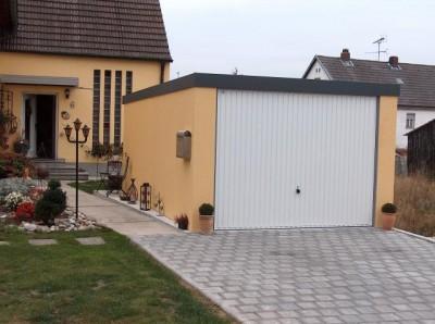 Exklusiv-Garagen fürs Leben von Menschen mit Autos