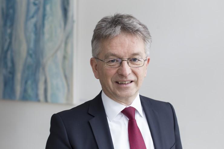 Siegfried Vögele Institut richtet neue Stiftungsprofessur für Marketing an der HHL ein