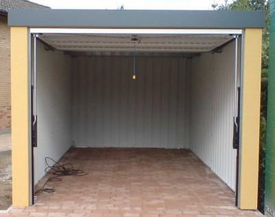 Der Garagenboden in einer Stahlfertiggarage von Garagenrampe